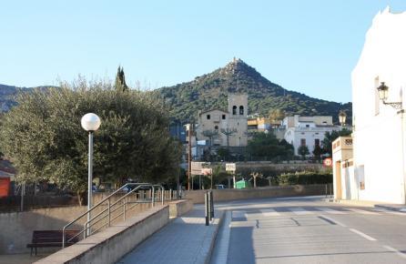 Vista del Castillo de Burriac desde Cabrera de Mar