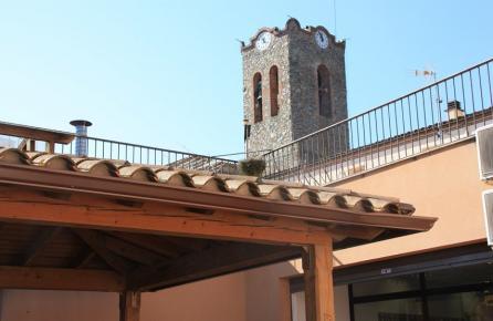 Vista amb el campanat de l'Església de Dosrius