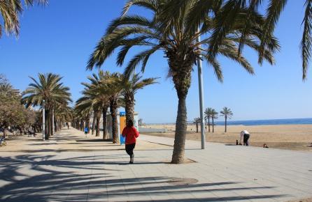 Paseo al lado de la playa de Mataró