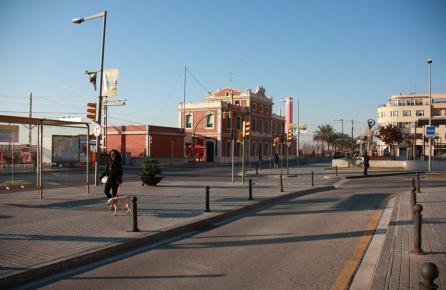 Passeig i estació de tren a Montgat