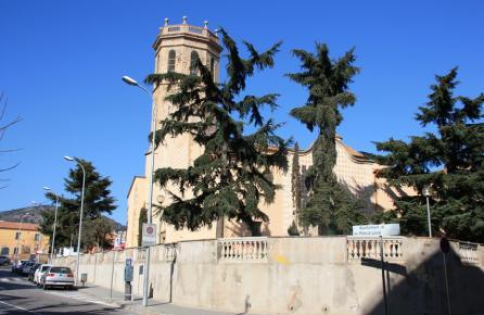 Vista de la iglesia de Pineda de Mar