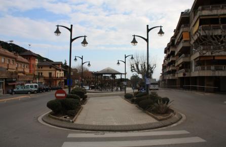 Avinguda al centre de Sant Andreu de Llananeres