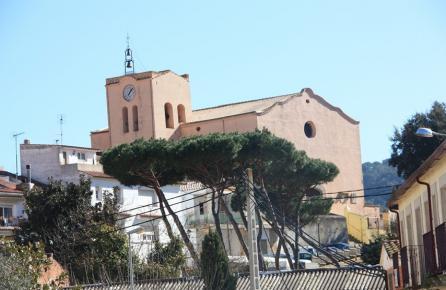Vista de l'Església de Sant Iscle de Vallalta