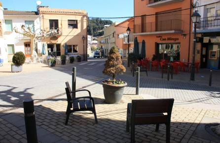 Plaça en el centra urbà de Sant Iscle de Vallalta