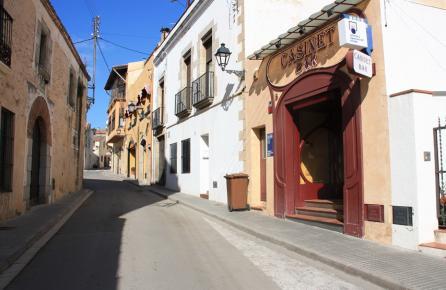 Calle en el centro urbano de Sant Vicenç de Montalt