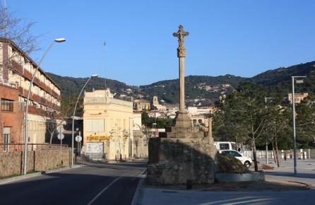 Cruz de piedra a la entrada de Teià