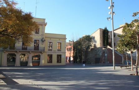 Plaza del ayuntamiento de Tiana