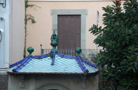 Detalle de la entrada de una casa en Vilassar de Dalt